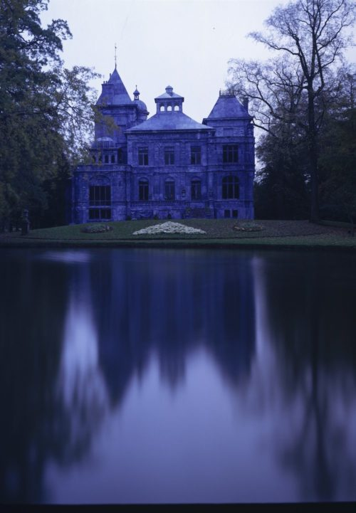 Jan Fabre e i castelli blu: una mostra diffusa