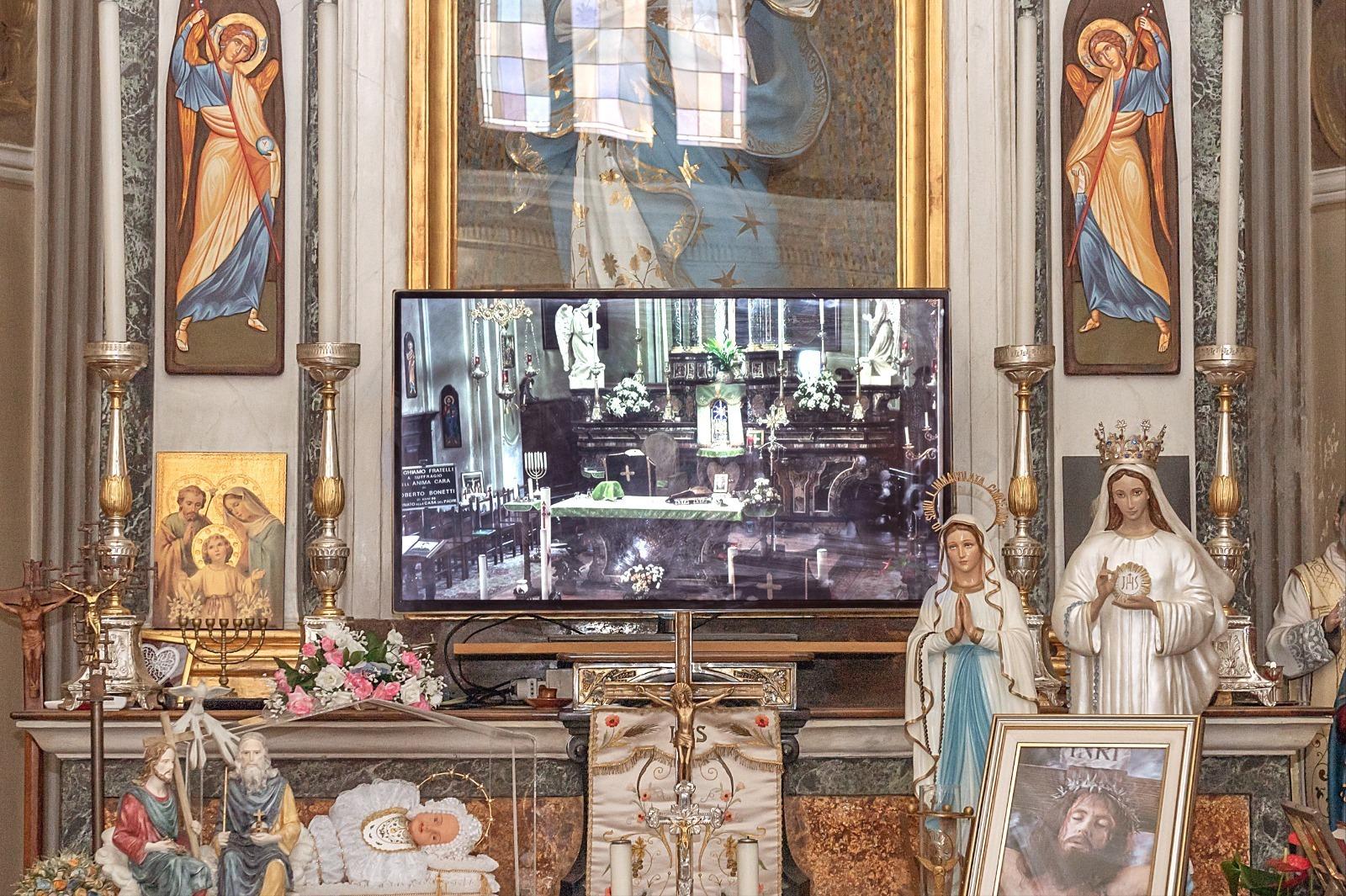 MELMA in chiesetta: installazioni e performance tra le icone